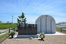 仙台市沿岸部の震災記念碑(中野地区)