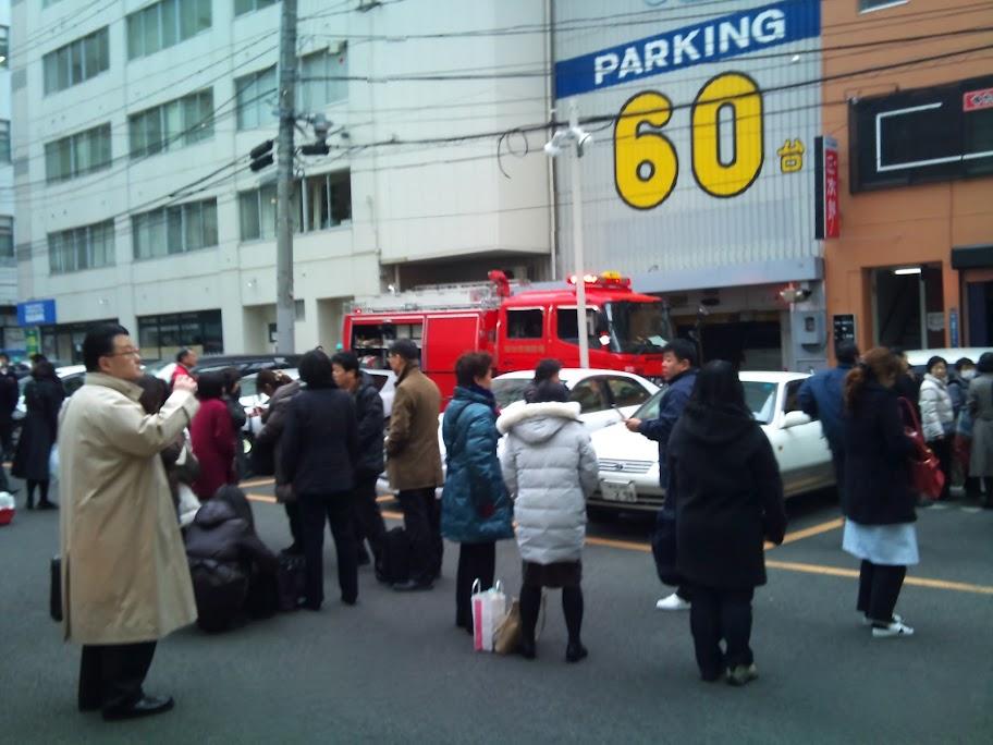 地震発生後の仙台市街地での避難と数日後の仙台港