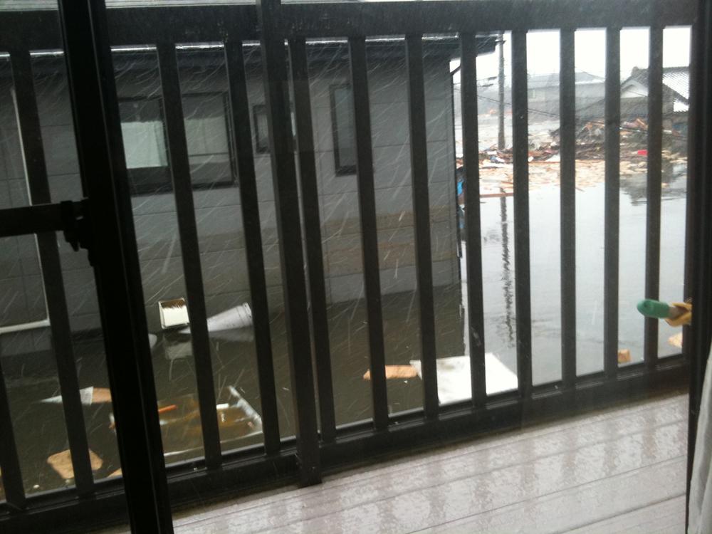 子どもたちを連れて自宅2階に避難。ベランダから見た津波