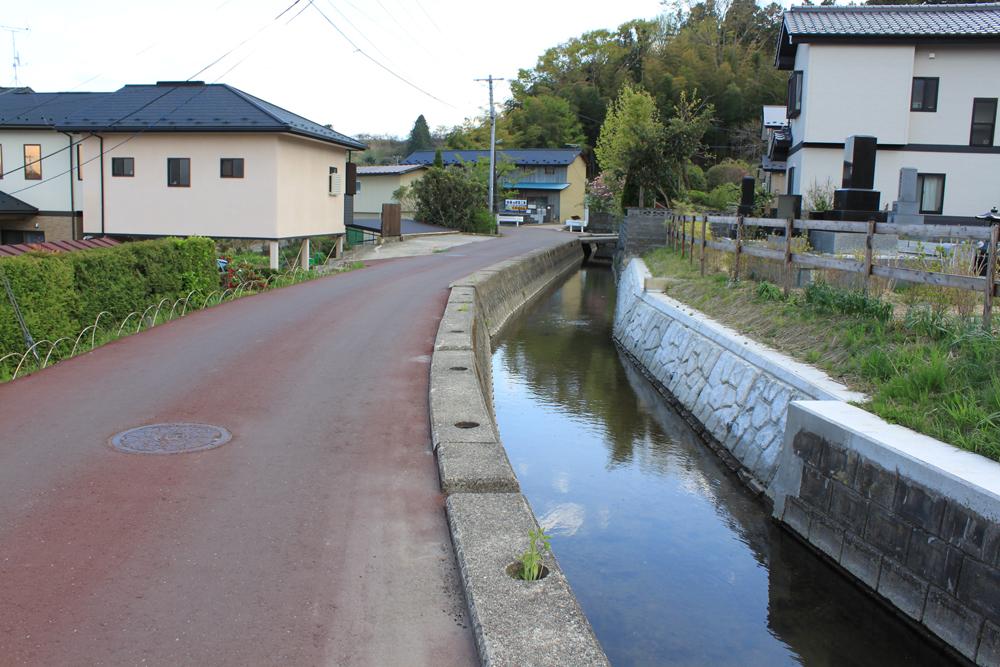 2013年4月の墓所と水路