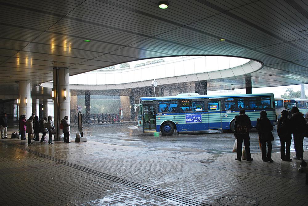 泉中央駅のバスロータリー