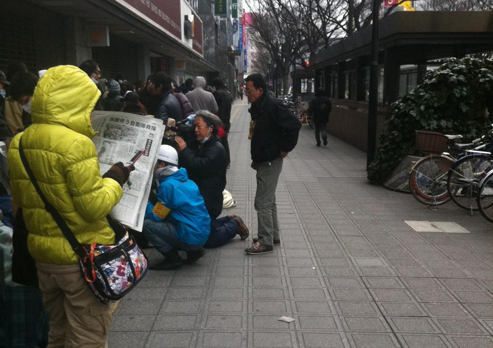 開店前のダイエーに並ぶ行列