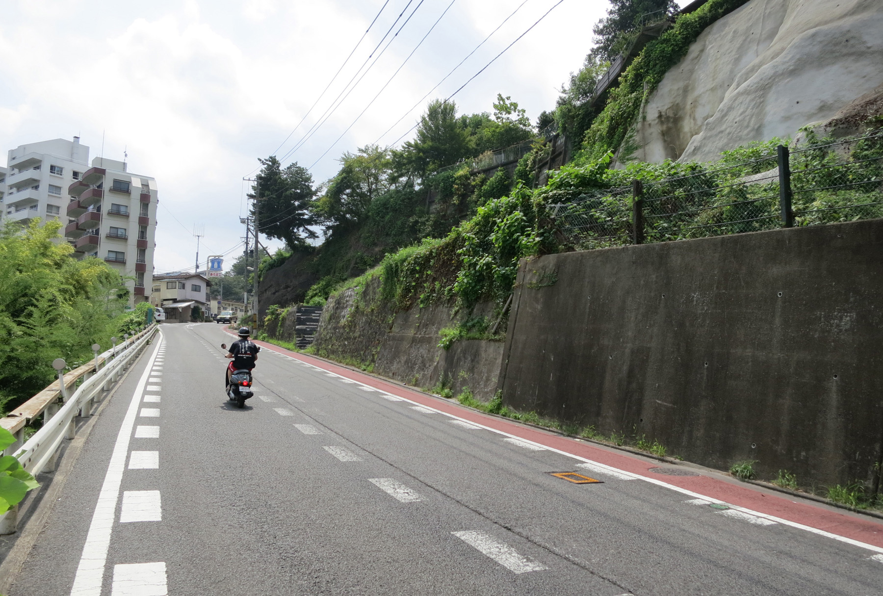 坂の下から撮影