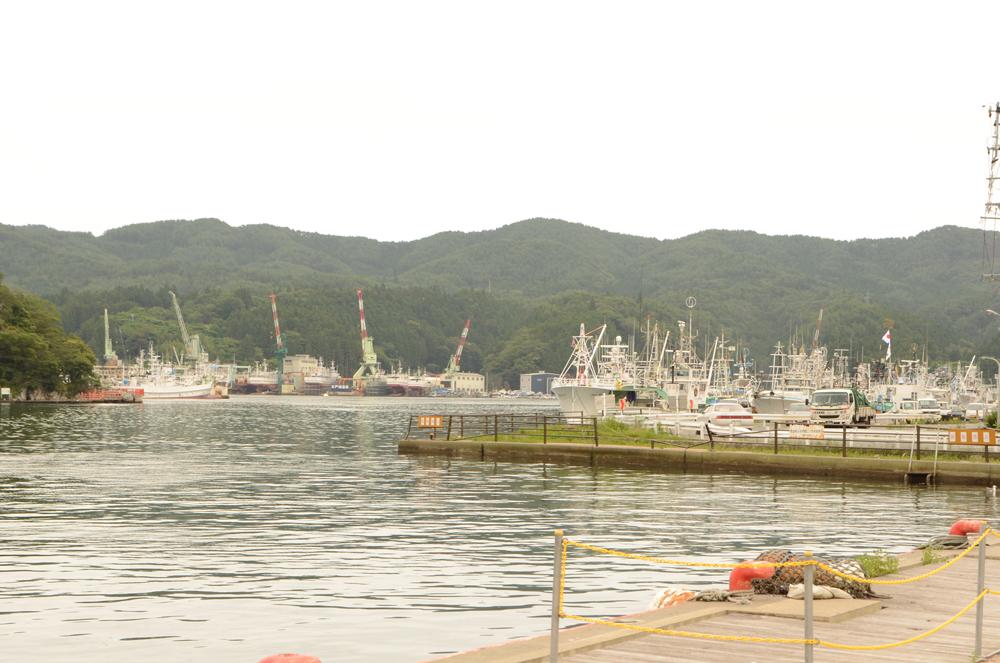 造船所に停泊している船