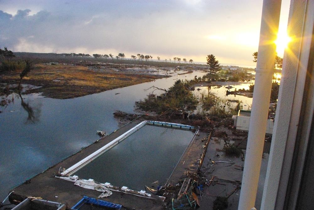 2011年3月11・12日 荒浜小学校の被害の様子(...