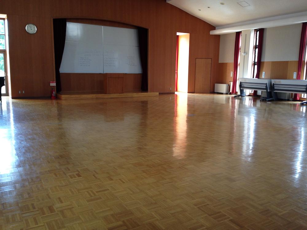 同じ学院の中学生たちには第三会議室隣にあるランディスホールが割り当てられた
