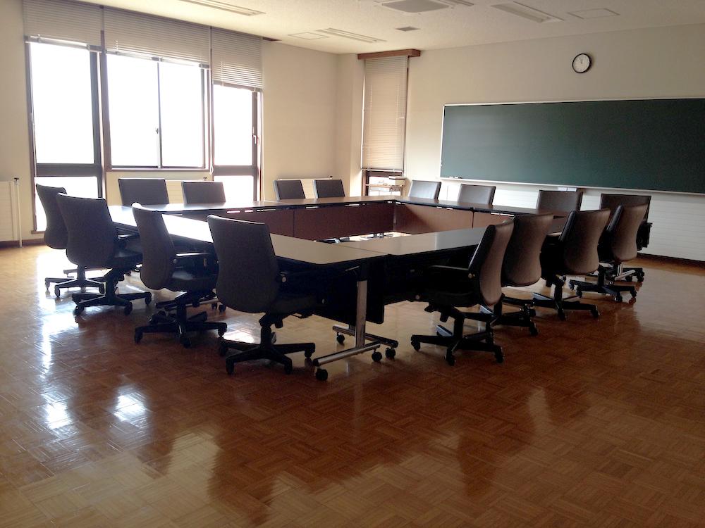 2011年3月11日の夜、私たち高校生が寝泊まりしたランディス館の第三会議室