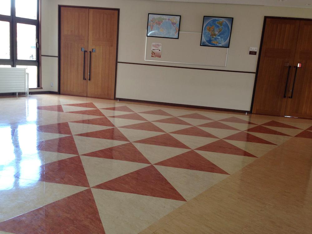 学校の会議室や廊下で夜を明かした