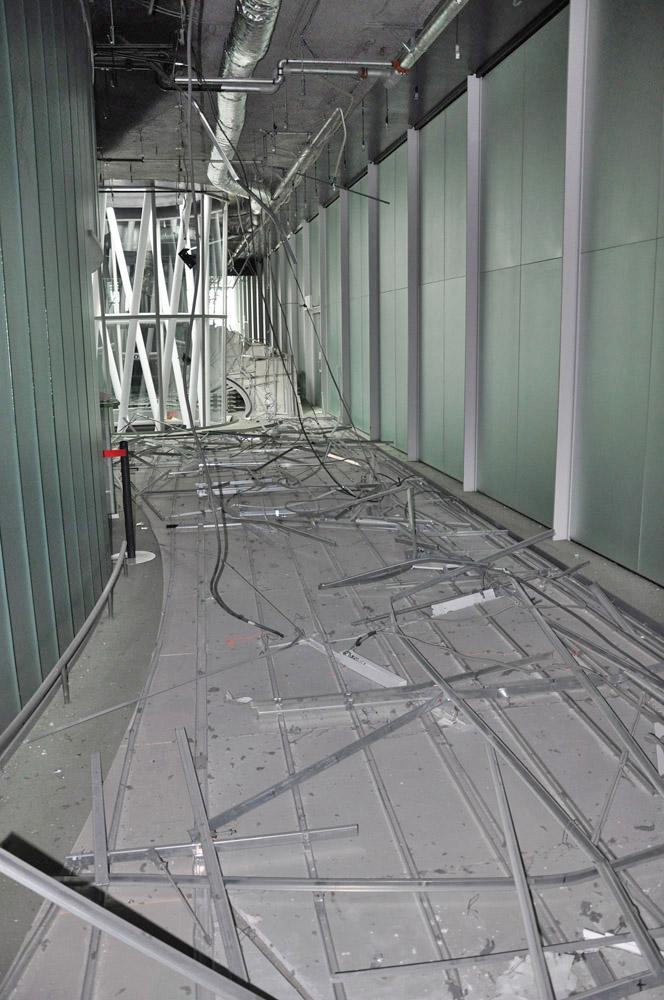 7階西側通路の天井が落下