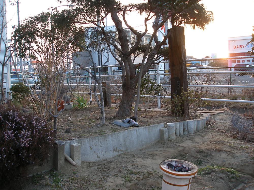 夜明けとともに庭の七輪で調理をし、お湯を沸かし、暖を取った