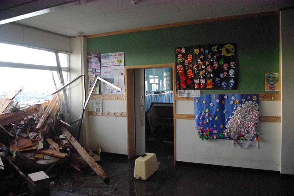 仙台市立荒浜小学校定点観測写真08〈2階廊下〉