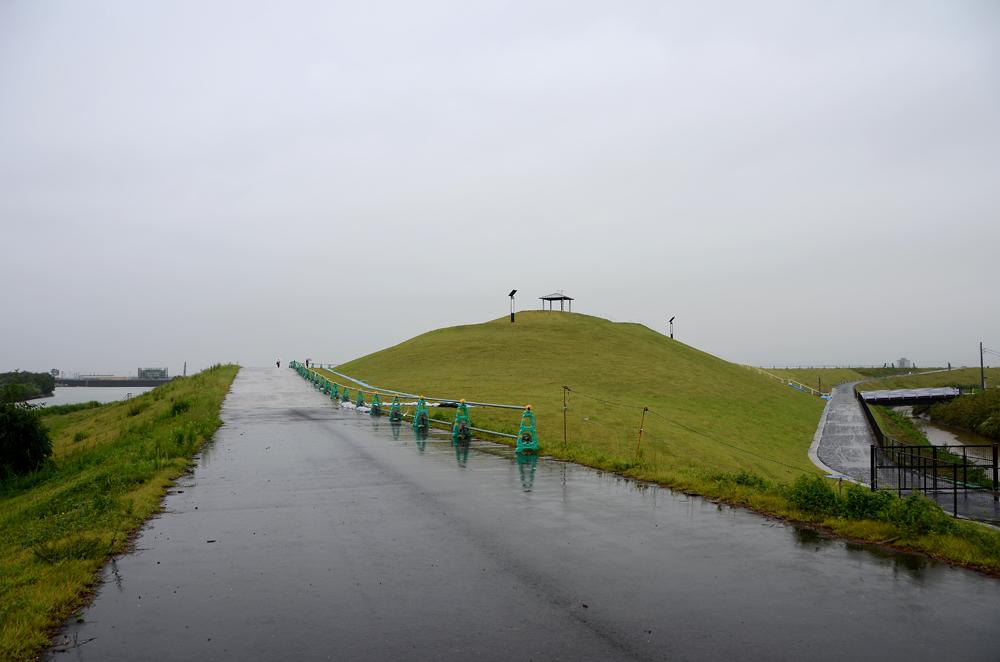 「避難の丘」遠景