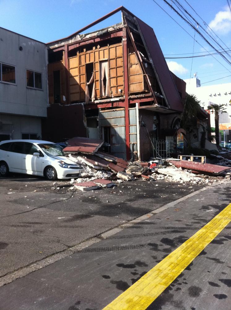 壁面が崩れた老舗洋食店
